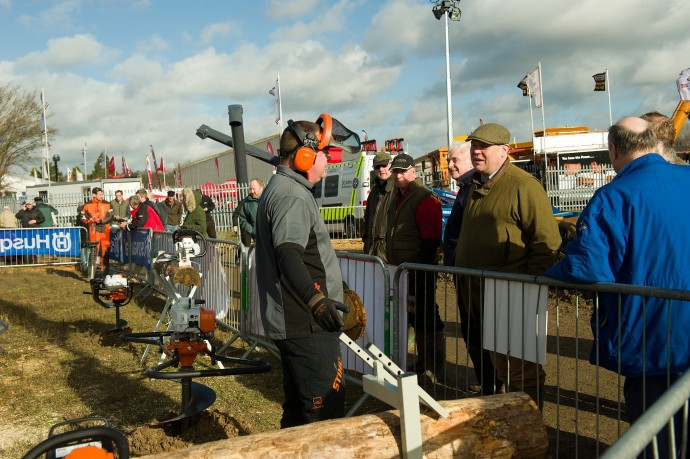 Doe Show 2014 chainsaw demonstrations